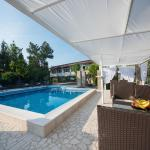Holiday Home Medo in Drinovci near Grude just a few kilometars from Croatian border. Enjoy quiet and peace, be near the Adriatic - open swimming pool