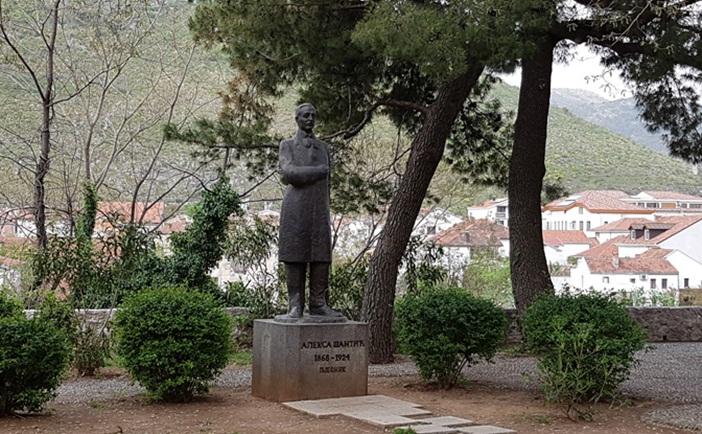 aleksa-santic-monument-mostar