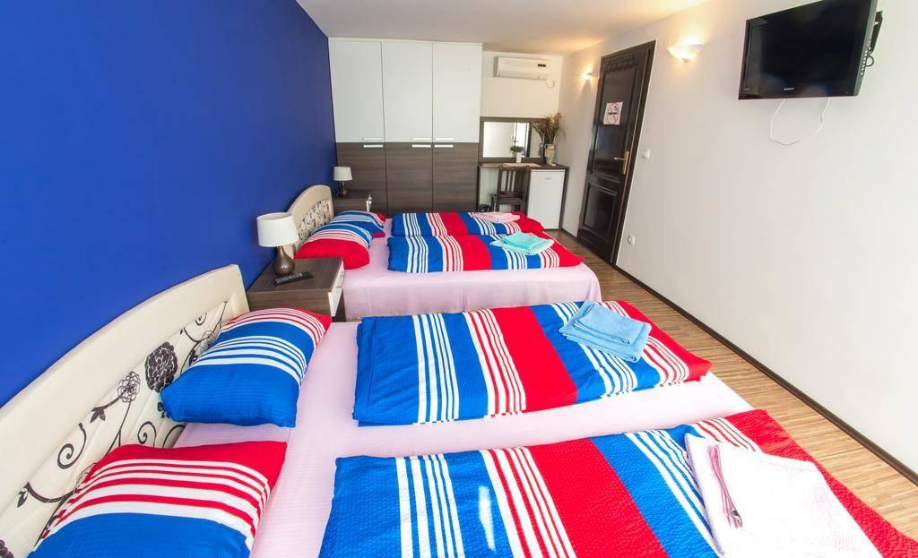 Guest house Stari Grad Quadruple room
