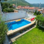 Hit-Booker Mostar apartment with the swimming-pool located in the vicinity of the Old Town Garden with pool 2