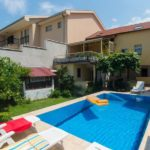 Hit-Booker Mostar apartment with the swimming-pool located in the vicinity of the Old Town Garden with pool
