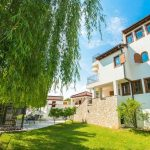 Villa Verde Luxury Retreat Residance Riverside Three Floors Villa With Swimming Pool
